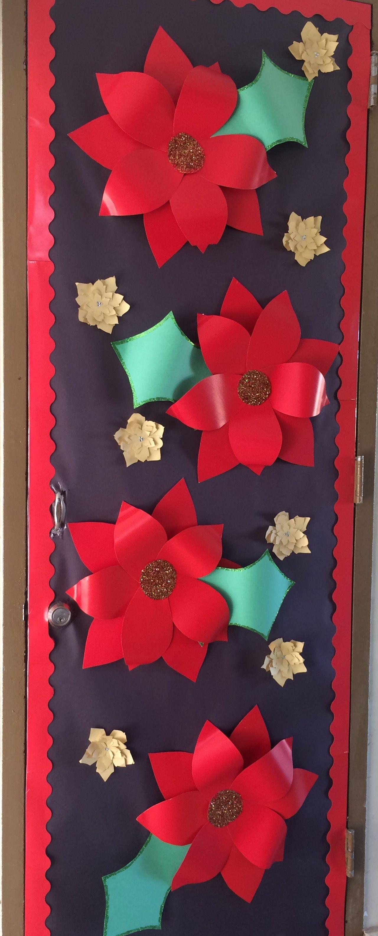 Pin de oliday en la escuelita de m ry christmas door for Puertas decoradas navidad material reciclable