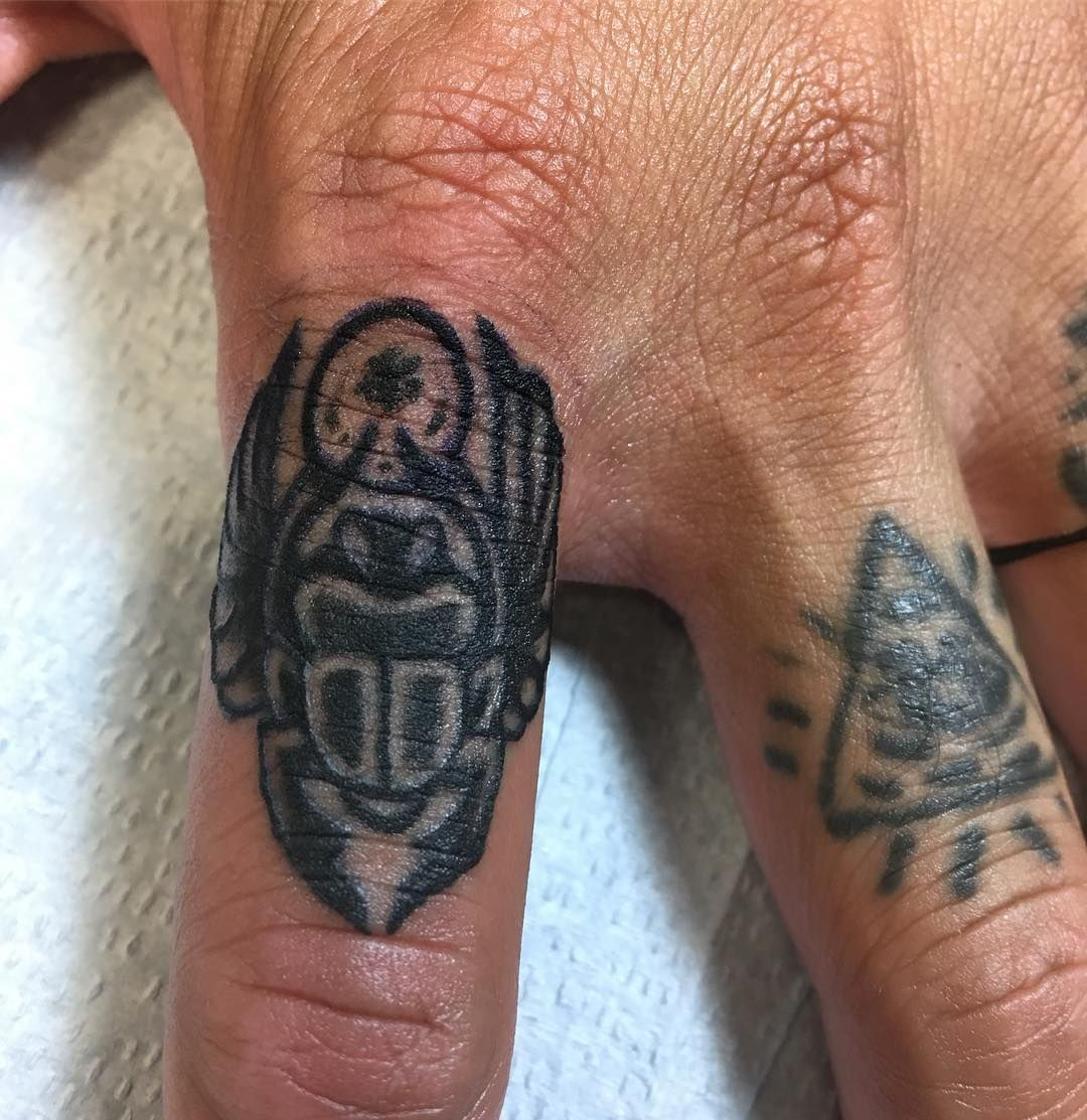 36 Cute And Amazing Finger Tattoo Ideas For Women And Men Hands