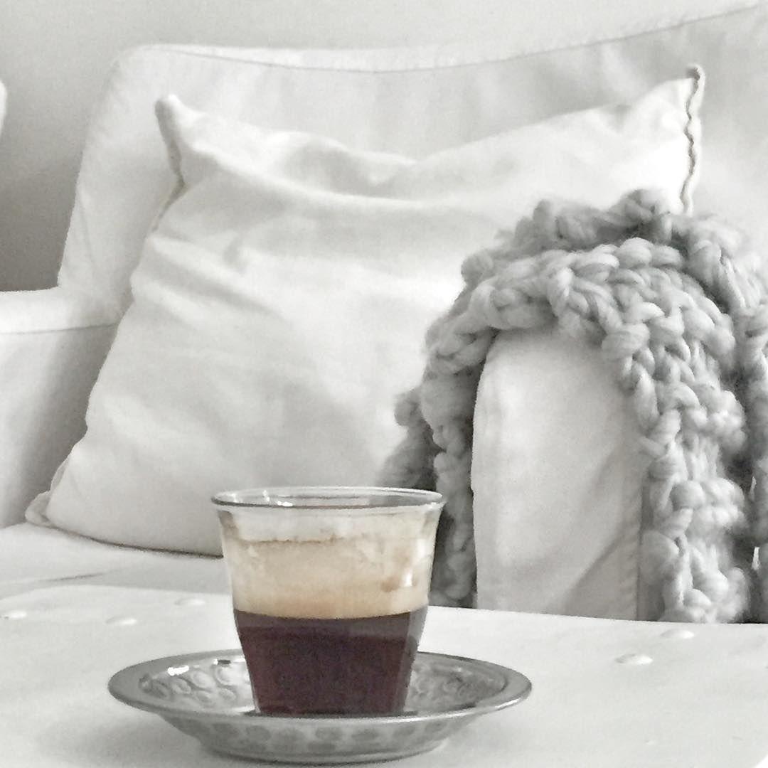 Gisteren een leuke dag gehad! Dank voor al jullie lieve reacties! Nu back to normal, werken. Maar eerst koffie.  Fijne maandag ✗ #workday#first#coffee