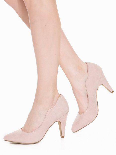 bridesmaide shoe suggestion (http://nelly.com/se/kl%C3%A4der-f%C3%B6r-kvinnor/skor/festskor/bianco-110057/wave-pump-128840-5536/)