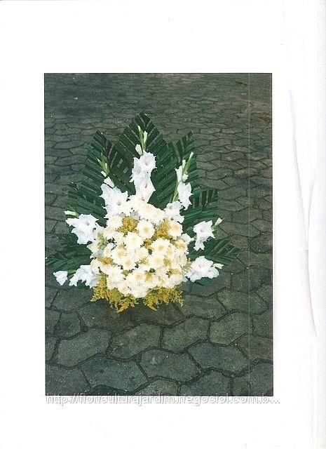 Arranjo Floral De Palmas Com Crisantemos E Tango Arranjos De