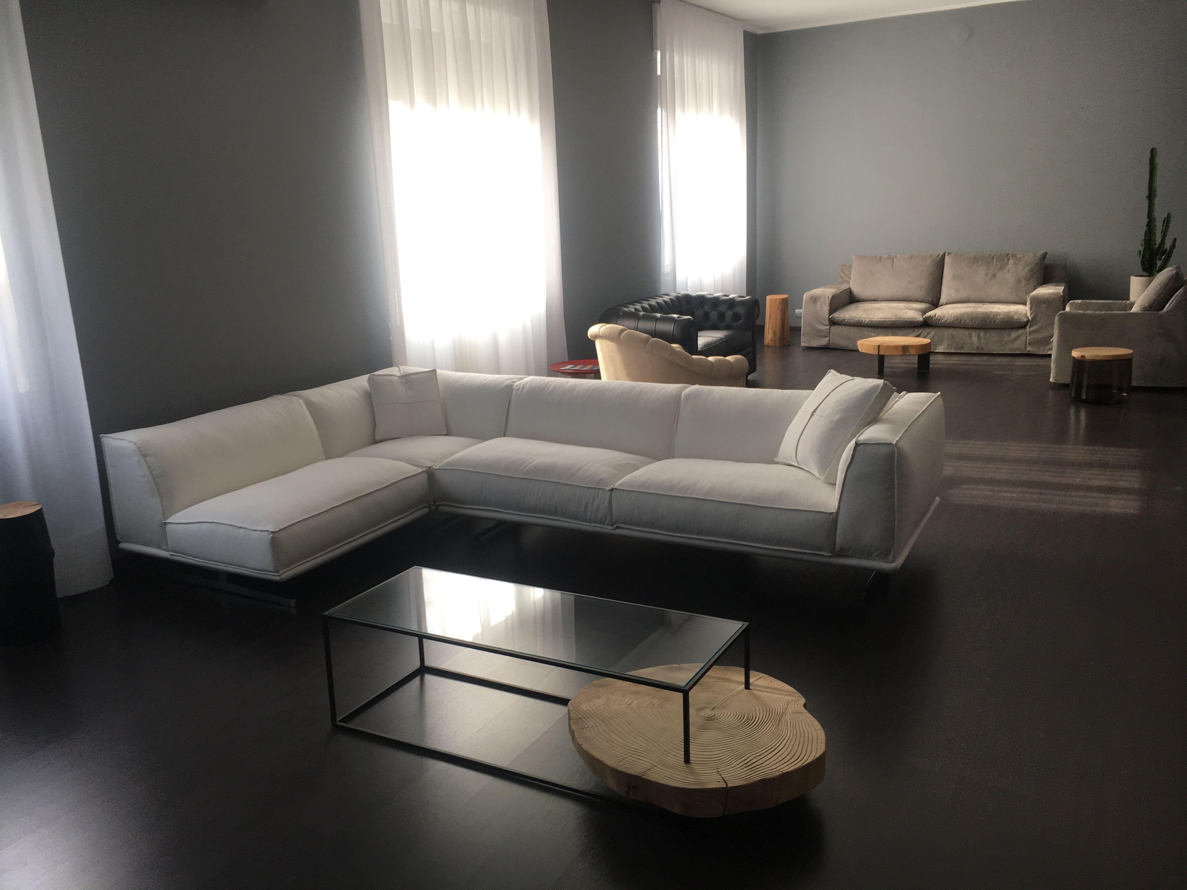 Nuovo divani moderni in vendita da tino mariani in negozio for Divani in vendita
