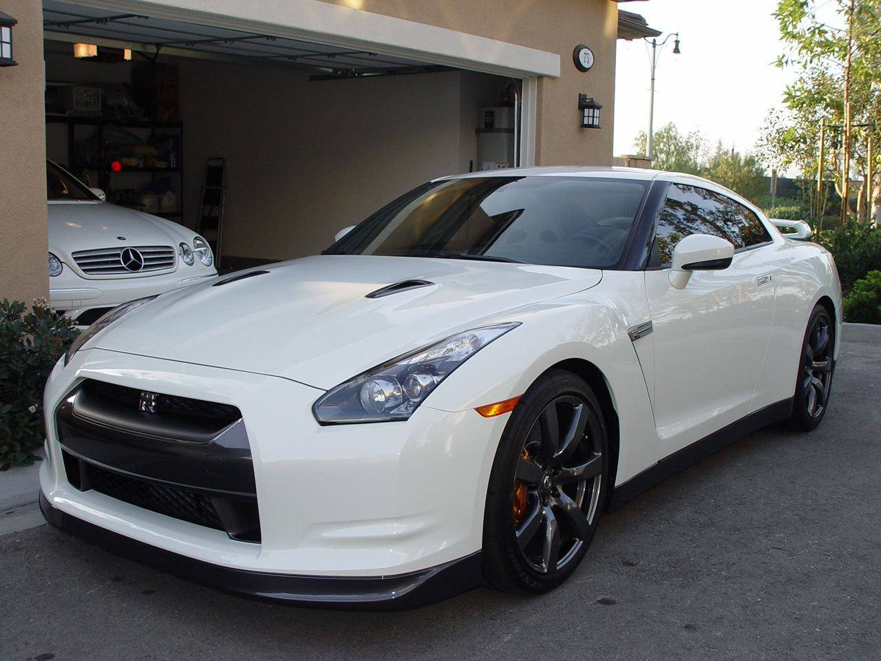 Unexpectedly We Got The 2014 Nissan Gtr In Paris Against All.