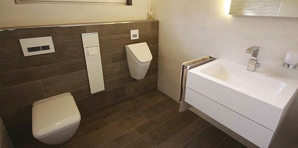 Dunkle Fliesen an der Wand?   badezimmer in 2019   Badezimmer ...