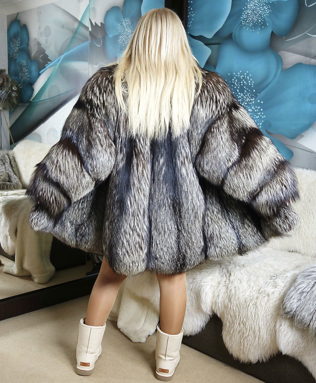 Amazing Silver Saga Fox Fur Coat Jacket Size M L Unisex Look Fox Fur Coat Fur Coat Unisex Looks [ 1600 x 1321 Pixel ]