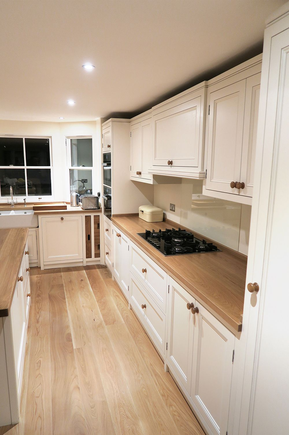 The solid Oak floorboards perfectly match the worktops and