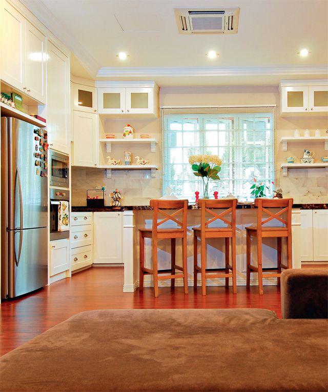 Dapur Pilihan Banglo Garapan Idea Bermain Dengan Warna Putih Kelihatan Menghuni Mesra Di Ruang