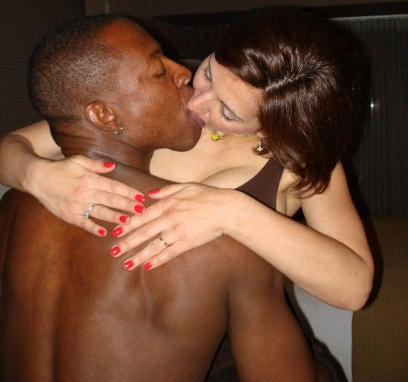 Cuckold interracial kiss