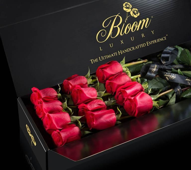 Traditional, and luxurious, The Originale Solid Collection exemplifies the beauty of simplicity. Hand-selected, and perfectly showcasing a natural, brilliant color of your choice, this Collection lets the exceptional quality of the roses speak for themselves.