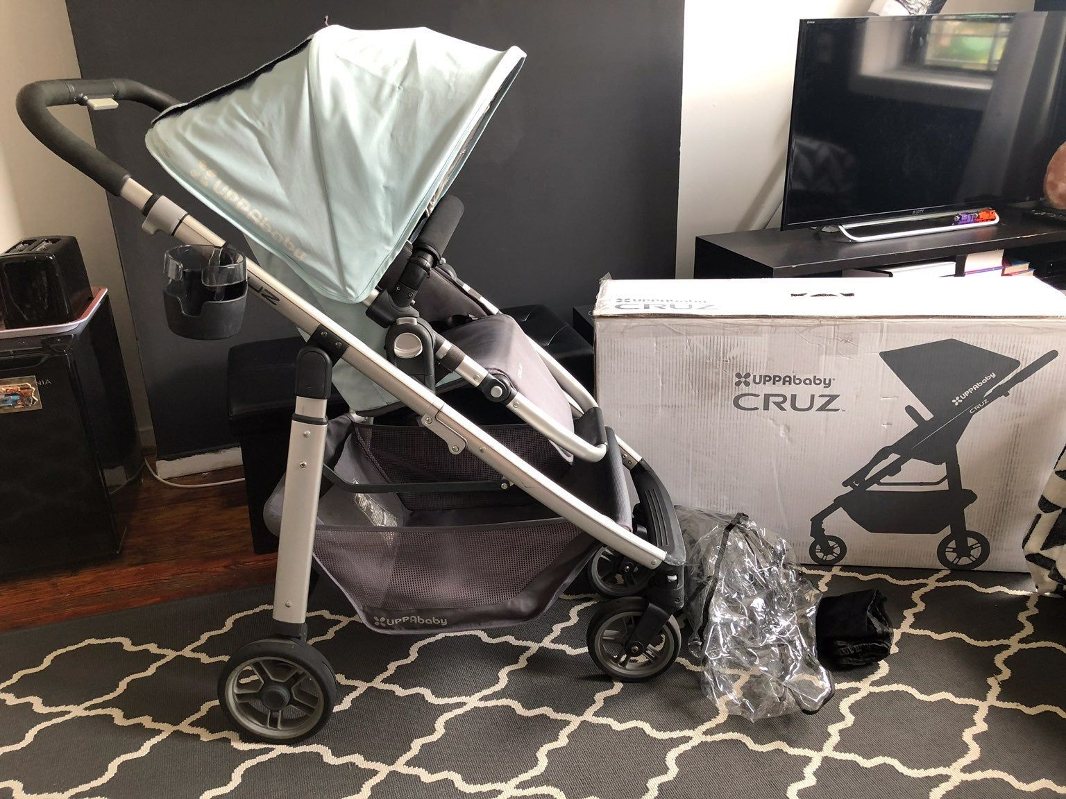 Used uppababy cruz manufactured 10/29/2011 Please look