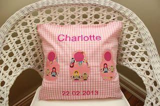 Karo Blümchen - Selbstgenähtes für Kinder - hat einen neuen Kissenbezug zur Geburt von Charlotte mit Liebe benähnt. www.karobluemchen.blogspot.de