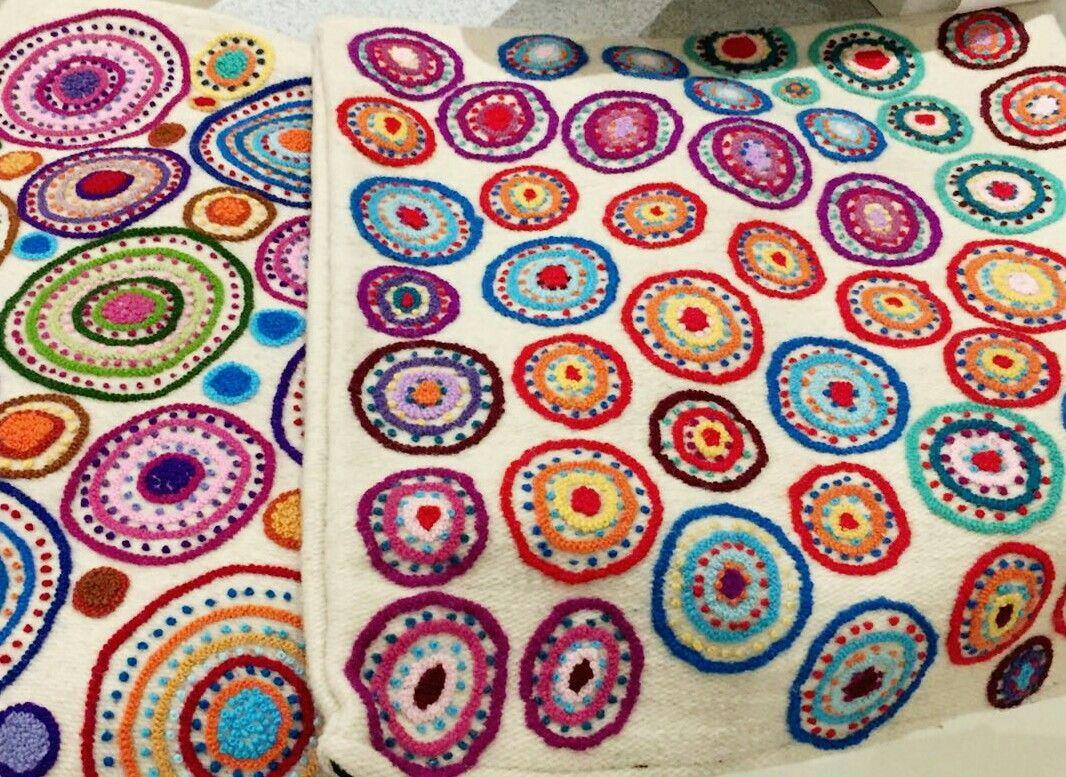 Almohadones bordados a mano Tejidos naturales Artesana peruana