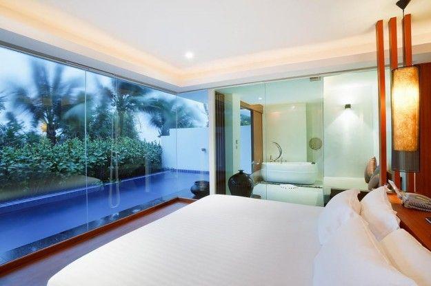 Case di lusso: la camera si affaccia sulla piscina privata ...