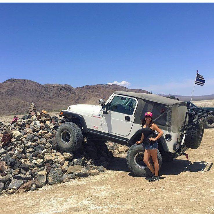 Krysskross Rocking The Thin Blue Line Flag On Her Slightly Altered Jeep Slightlyalteredoffroad Allergictopavement Rock Thin Blue Line Flag Jeep Offroad