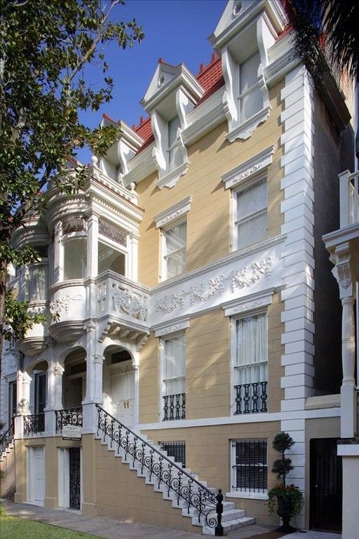 House Vacation Rental In Savannah From Vrbo Com Vacation Rental Travel Vrbo Sleeps 20 Savannah Chat Mansions Southern Architecture