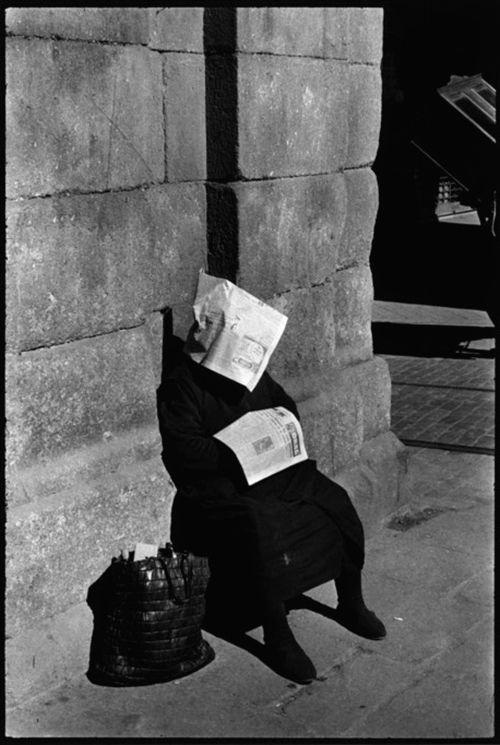 Inge Morath Siesta of the lottery vendor. Plaza Mayor. Madrid. Spain (1955)