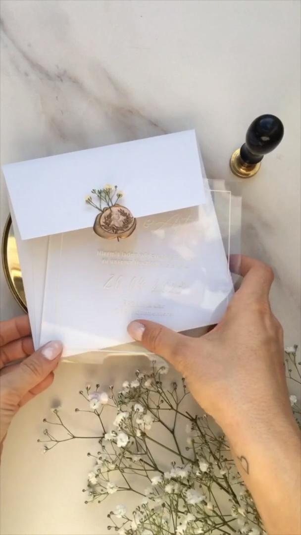 Modern Wedding Invitation Acrylic Grey with Gold Wax Seal Stamp and modern calligraphy #Weddinginvitation #Hochzeitseinladung #Inviation #SaveTheDate #Einladung #Grey #White #Gold #Schleierkraut #Babysbreath #calligraphy