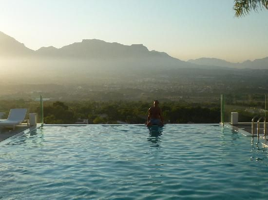 piscina infinity con vistas (traveladyHamburg, oct 2011)      Mejor imposible