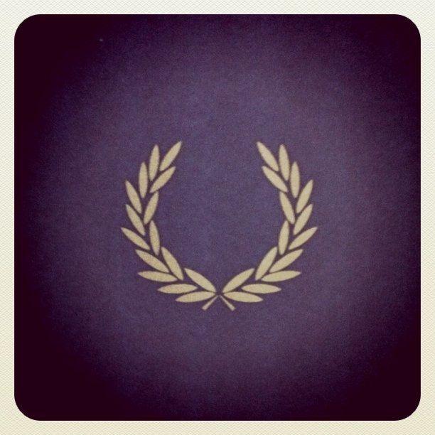 the laurel wreath autre pinterest tatouage tatouage couronne et tatouage couronne de. Black Bedroom Furniture Sets. Home Design Ideas