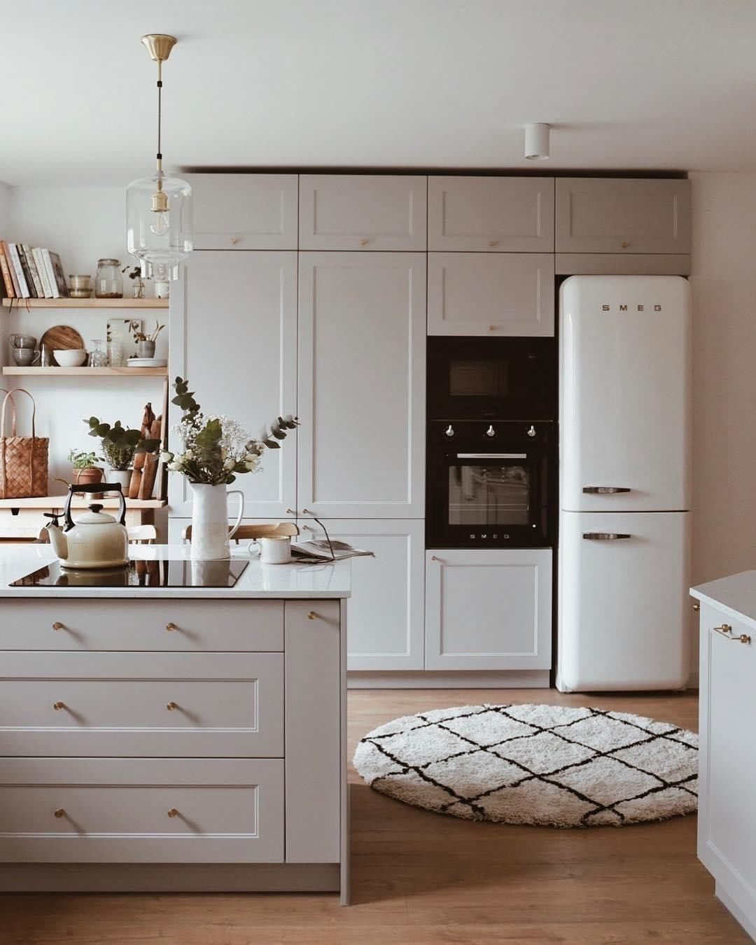 With Marble Details Sleek Black Accents And Coordinating Cabinets These Modern White Kitchen Applianc In 2020 White Modern Kitchen Kitchen Style Kitchen Inspirations