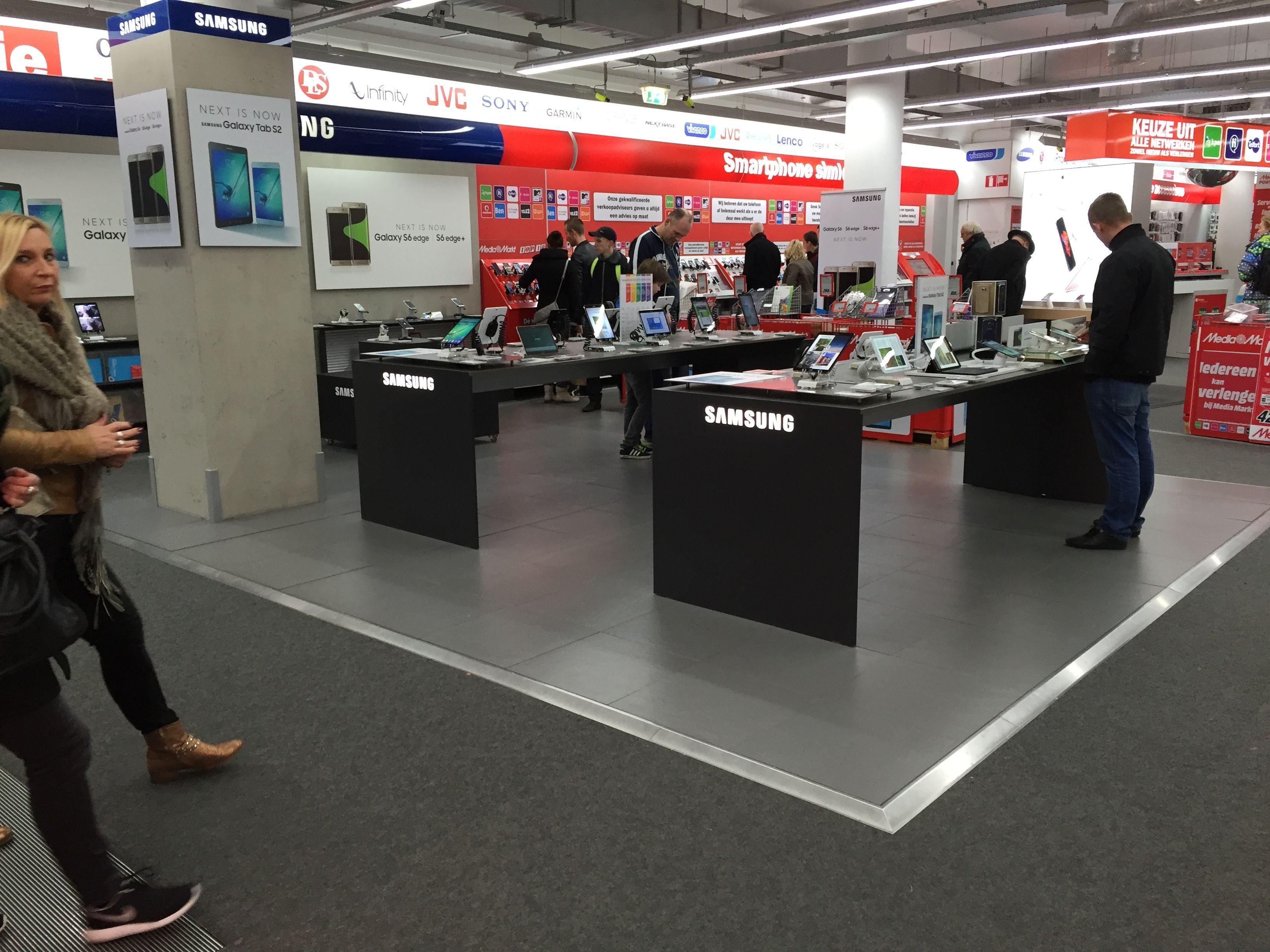 Samsung Shop-In-Shop. Mediamarkt.  842d47889675