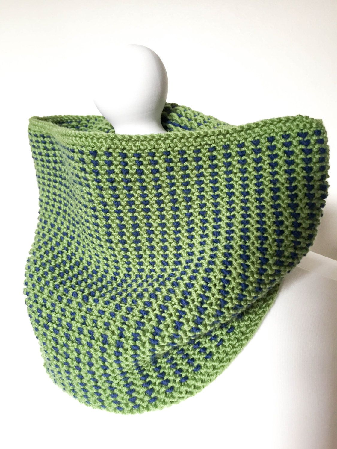 Woven look hand knit cowl by TheKnittingMoon on Etsy