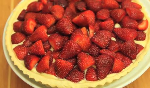 طريقة عمل وصفة تارت الفراولة من زيتونة اطباقي Dessert Recipes Desserts Strawberry