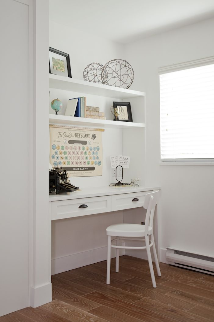 Great Idea For A Small Home Office / Built-in Desk For A