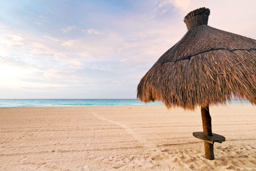 Descubre los magníficos escenario que regalan las costas de #PuertoVallarta. Posibilidades ideales de descanso ofrecen estas playas paradisíacas. http://www.bestday.com.mx/Puerto_Vallarta/ReservaHoteles/