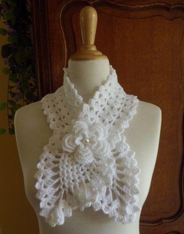 66b8d35ce8b4 Tours de cou en forme d écharpe , ornés d une fleur ! - Bonnets et Echarpes  au Crochet