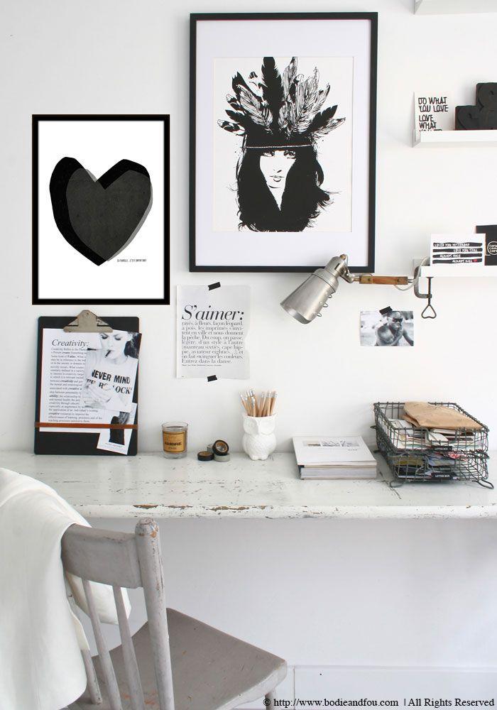 Smarte dueslag i tråd og fin opsætning af illustrationer på væggen