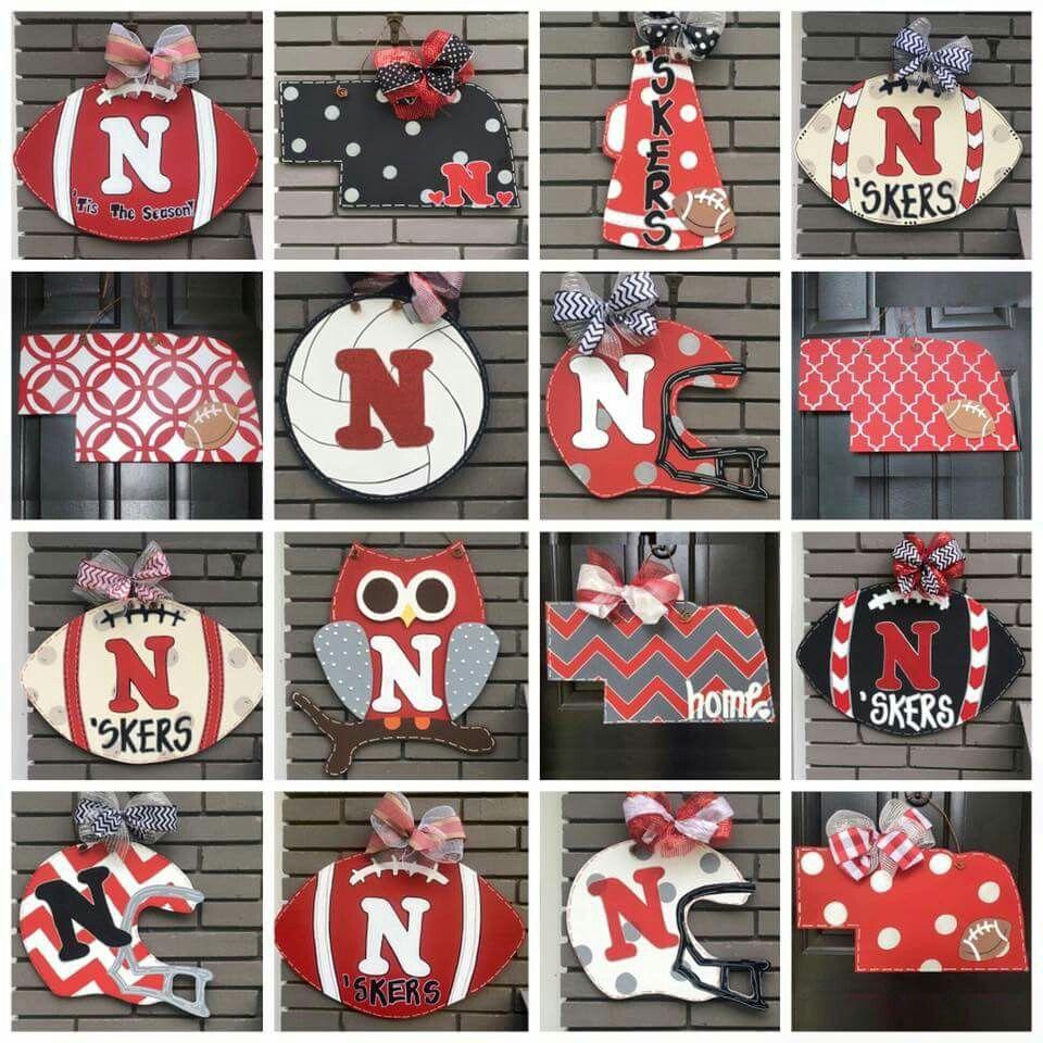 Cute Husker Door Signs Which One To Choose Huskers Nebraska Gobigred Mamaofdrama Nebraska Decor Football Door Hangers Crafts