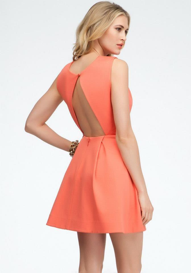088659b67e27 La #Tendencia en vestidos y blusas es llevar escotes en la espalda ...