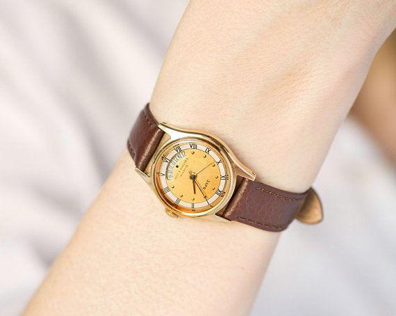 Vintage Roman Numerals Women Wristwatch Dawn Women Watch Gold Shade