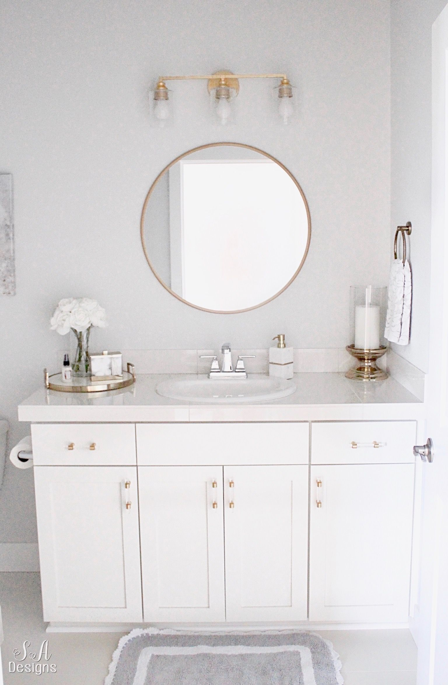 Bright White Guest Bathroom - Transitional & Elegant ...