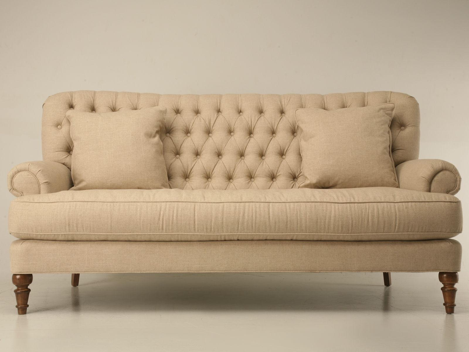 awwww love this button tufted sofa for a formal living room rh pinterest com