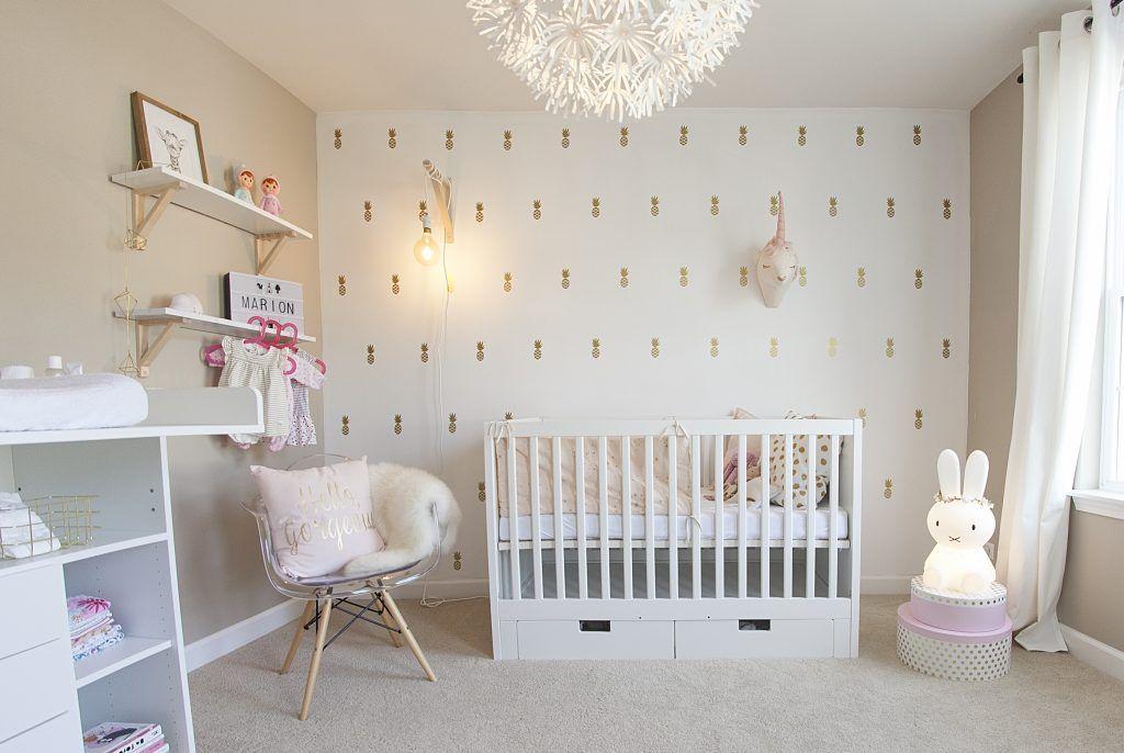 Réalisation: chambre poétique dorée et rose poudré de bébé ...