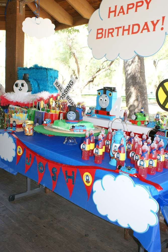 thomas the train birthday party ideas parties thomas the train birthday party trains. Black Bedroom Furniture Sets. Home Design Ideas