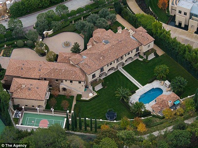 Disgraced Baseball Star Barry Bonds Puts His Beverly Hills Mansion