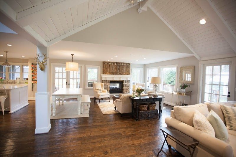 Keller farmhouse modern farmhouse vaulted ceilings for Plafond cathedrale decoration