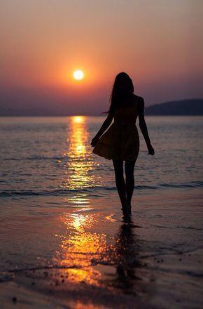 Imágenes de mujeres de espalda en la playa