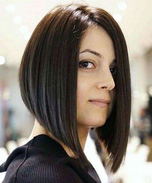 Most Romantic Angled Bob Hairstyles 2019 2020 For Your Distinctive Style Angledbobhairstyl Angled Bob Hairstyles Angled Bob Haircuts Inverted Bob Hairstyles