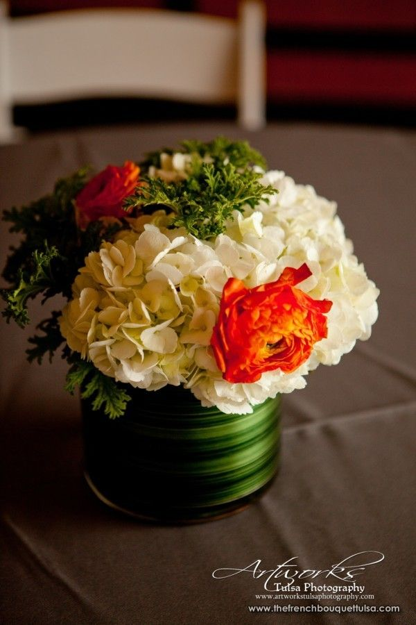 White Hydrangea In Low Level Vase The French Bouquet Hydrangea Centerpiece Centerpieces Low Centerpieces
