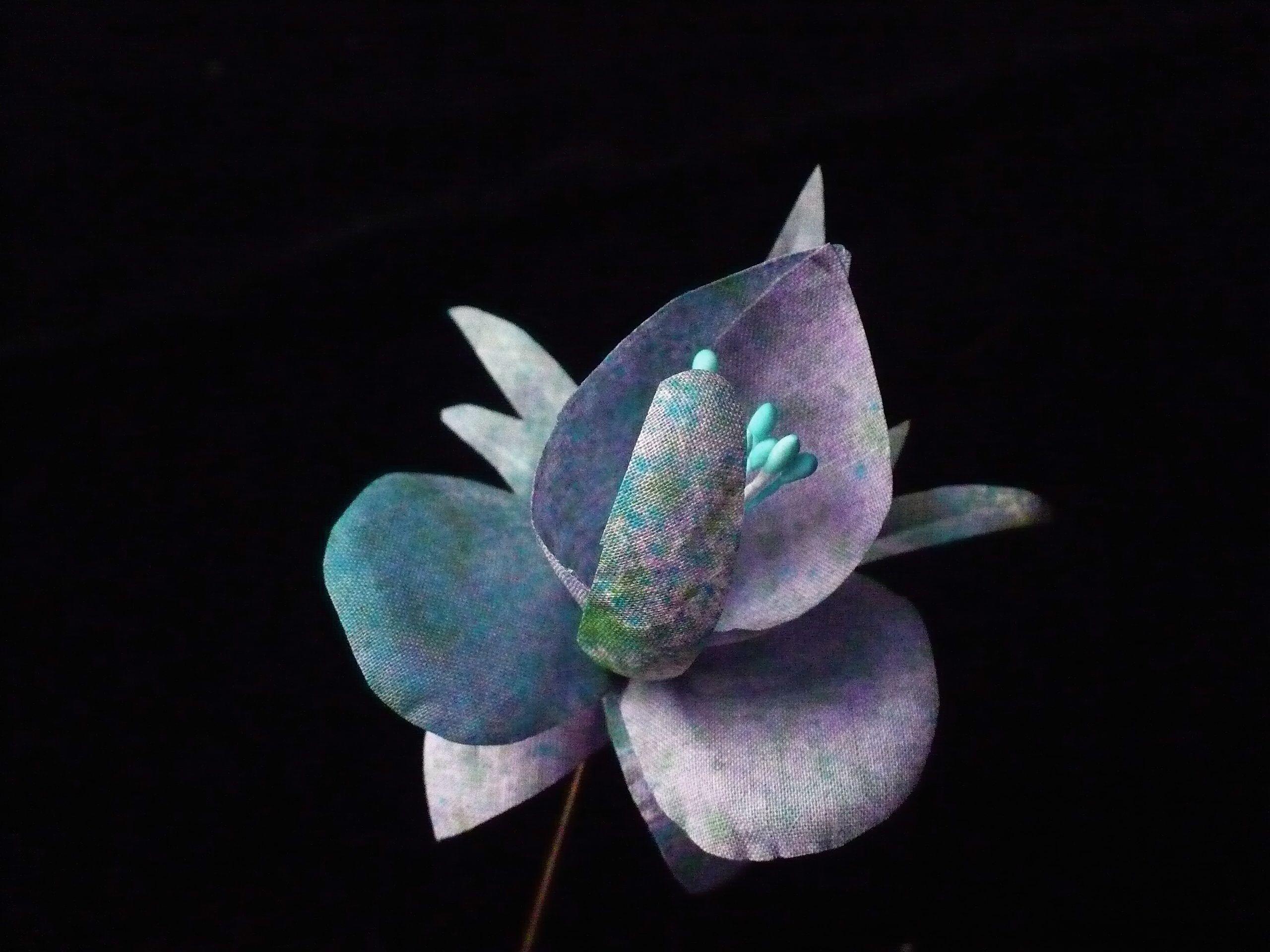 orquidea de lino tinte manual. Broche  28 $ 25 € Payment by paypal