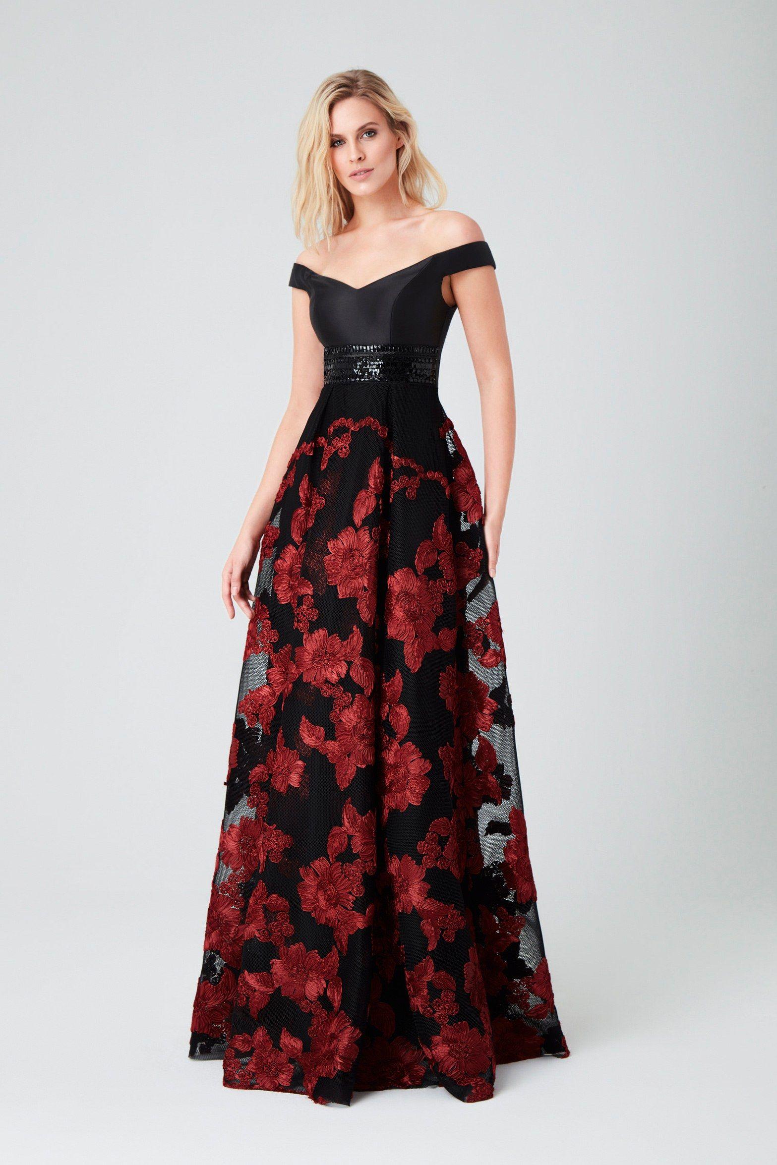 2aeb0cee03455 Kırmızı Kayık Yaka Dantel Çiçek Desenli Uzun Abiye Elbise Viola chan oleg  cassini , Sezon Eteği