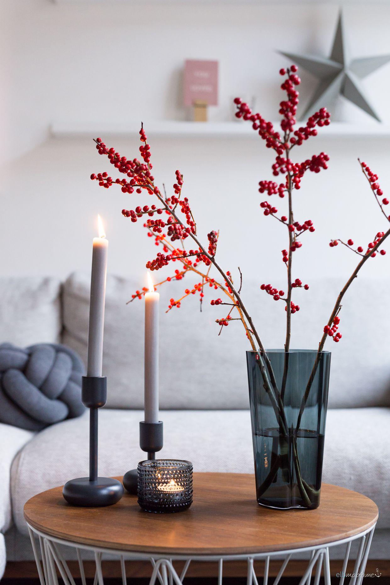 schlichte weihnachtsdeko mit ylexzweigen. Black Bedroom Furniture Sets. Home Design Ideas