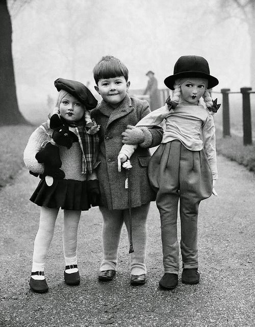Elliott Erwitt Boy with two large dolls, 1950s