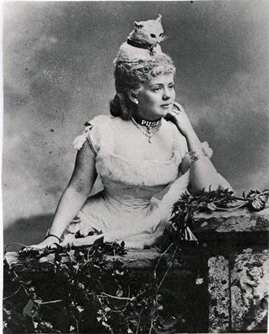 26 Weird Vintage Photos From The Creepy Olden Days
