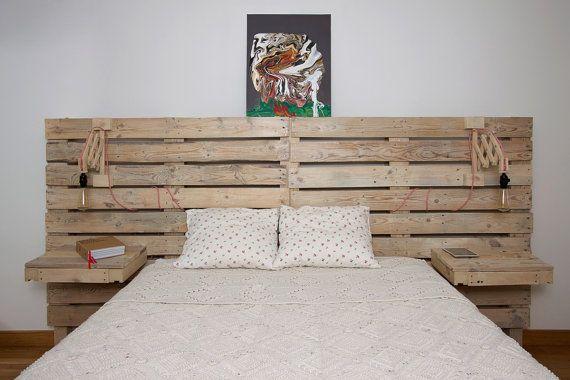 Un cabecero para la cama de palets con mesitas incorporadas camas de palets pinterest Cabeceros de cama con palets