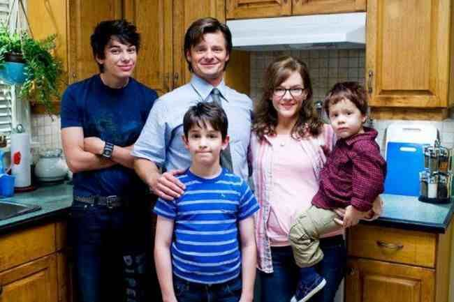 Heffley Family Photo I Love How Rodrick Is Trying 2 Smile Xd Wimpy Kid Movie Wimpy Kid Zachary Gordon